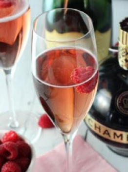 Valentine's Day Raspberry Champagne Cocktail Recipe